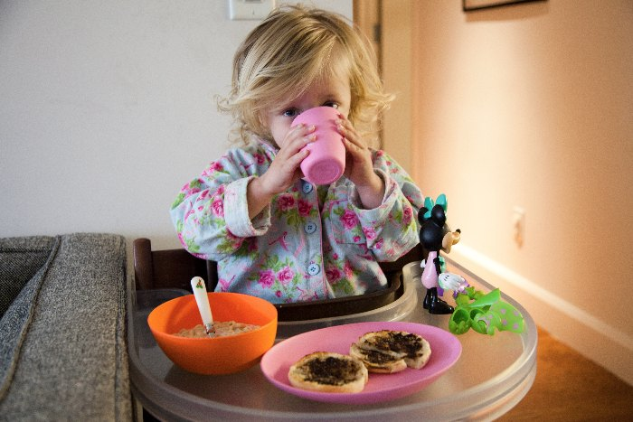 zoe b organics dish set and sand toys via brunchwithmybaby.com