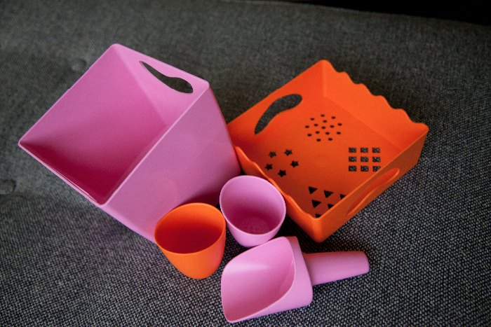 zoe b organics dish set and sand toys via brunchwithmybaby.com