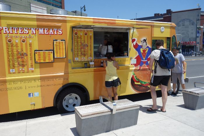 Frites 'N' Meats food truck - kid friendly Barclays Center, Brooklyn, New York - via Brunchwithmybaby.com