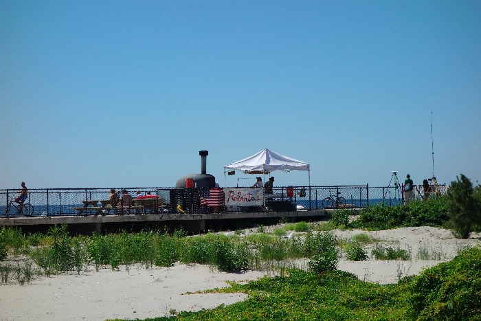 Roberta's concession stand, Rockaways Day Trip Guide via brunchwithmybaby.com