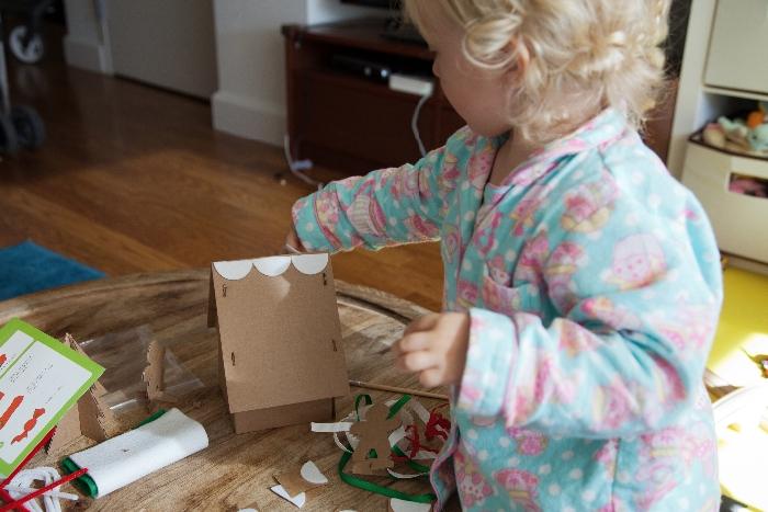 #Kiwi Crate #Christmas Box - via brunchwithmybaby.com