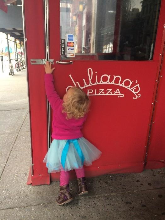 Juliana's #Pizza: #Kid-Friendly #Restaurants #DUMBO #Brooklyn #NYC via brunchwithmybaby.com