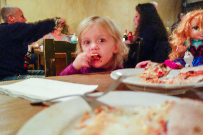 Lucali; #kidfriendly #pizza #restaurants #brooklyn #newyork va brunchwithmybaby.com