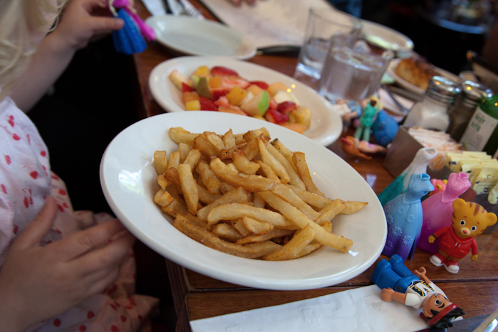 Essex #kidfriendly #restaurant @lowereastside #nyc via brunchwithmybaby.com