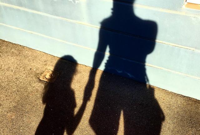 7 Ways To Get Mum In The Picture via adventurebaby.org