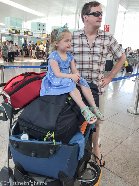 14 Tips For Travelling With Kids #familytravel via christineknight.me