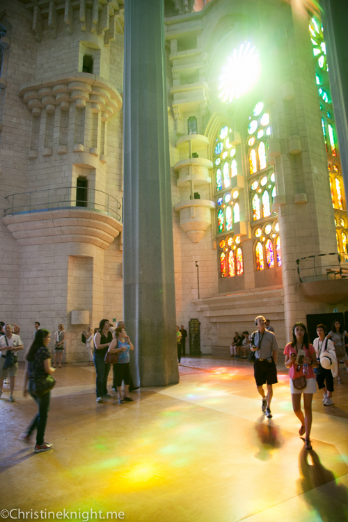 Sagrada Familia - Barcelona with kids via christineknight.me