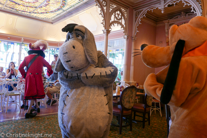 Minnie & Friends Breakfast in the Park at the Plaza Inn, Disneyland