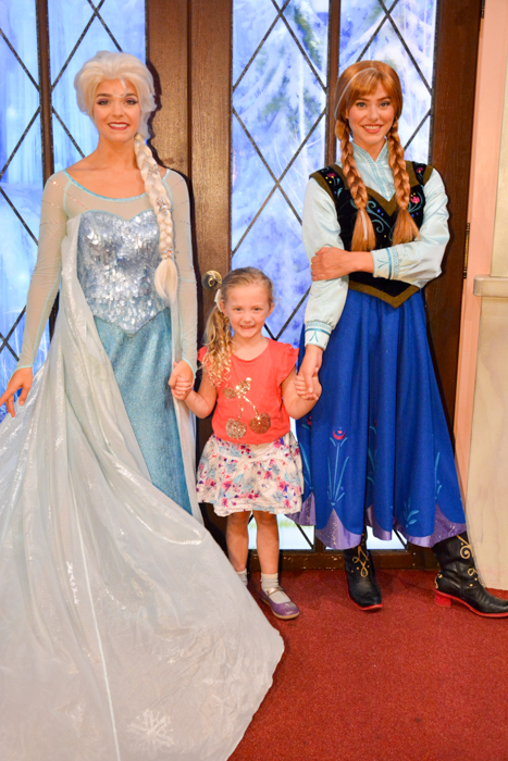 Anna and Elsa Disneyland meet and greet via christineknight.me